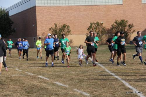 Run For Kelli 2017 - Runners on the field!